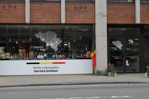 Vinyle 2 couleurs + pose d'un nouveau magasin/Restaurant
